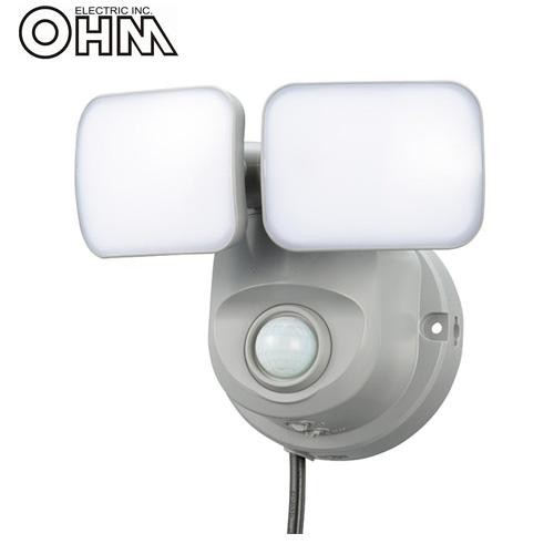 オーム電機 LEDセンサーライト AC電源 (コンセント式) 屋外可 LS800 5W×2灯 OSE-LS800